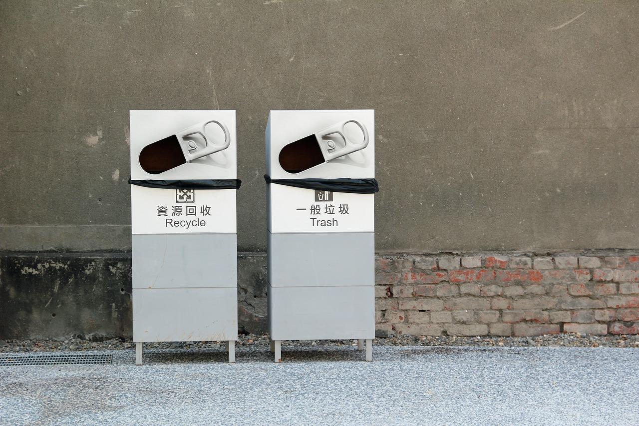 Miejskie pojemniki na śmieci