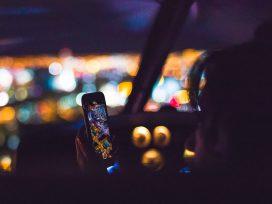 Telefon w samochodzie – odpowiedni uchwyt